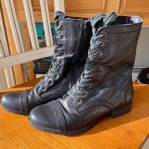 Sale 🌼 Nine West Blk Lace up w/zipper boot